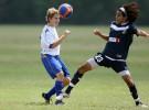 Los riesgos de cabecear una pelota