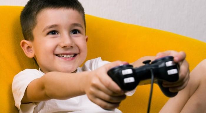niño jugando videoconsola