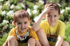Causas de los celos entre hermanos