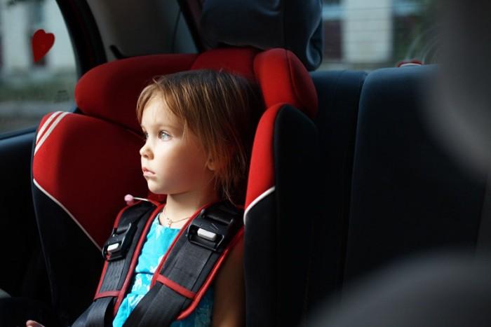 niño olvidado en el coche