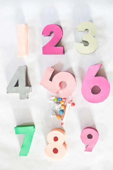 Una piñata que representa la edad del cumpleañero