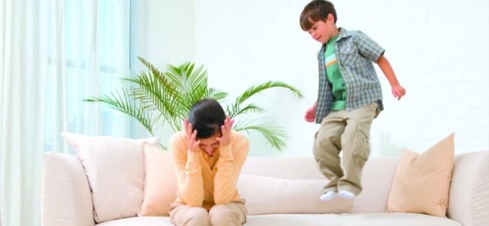 niño hiperactivo en casa