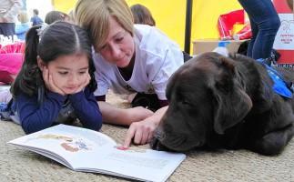 Taller de lectura infantil con perros en Madrid