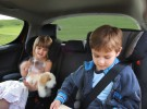 Consejos de seguridad para viajar con niños en el coche