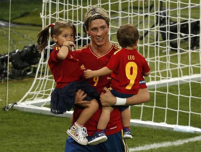 Fernando Torres con sus hijos