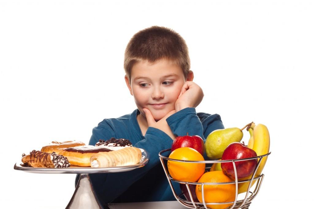 Los niños obesos comen la mitad de frutas y verduras recomendadas