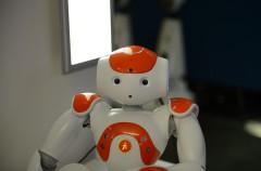 Un robot que hace sonreír a niños con autismo