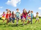 Los niños sacan mejores notas si juegan al aire libre