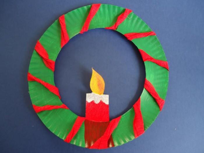 Corona navideña con plato de plástico