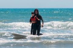 El surf, una buena terapia para niños con autismo