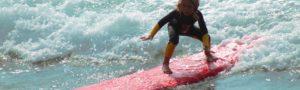 Campamentos de surf para niños en Galicia durante el verano