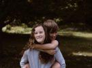 ¿Qué son las caricias emocionales y por qué son necesarias?