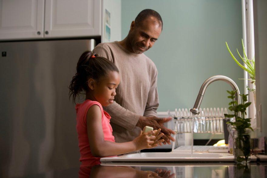 Lavarse Las Manos En La Infancia