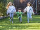 ¿El césped artificial es seguro para niños?
