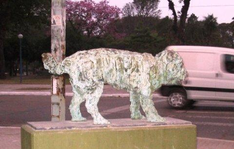 Escultura del Perro Fernando. Resistencia, Argentina