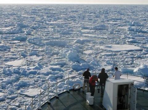 Una masa de agua cálida del Atlántico, invade el océano glaciar Ártico