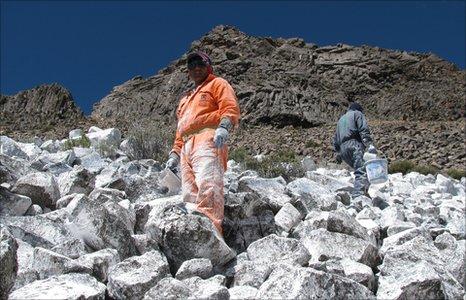 ¿Pintar las montañas puede restablecer un glaciar?
