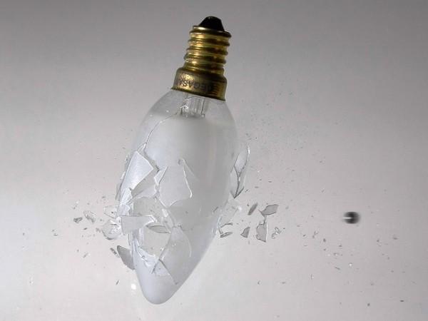 Un español acaba de presentar su invento: una bombilla que dura toda la vida