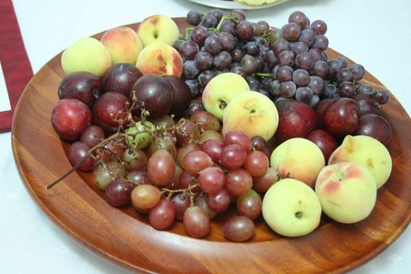 imagen de una fuente de frutas