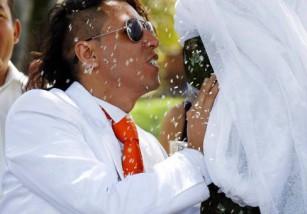 El hombre que se casó con un árbol, en Colombia