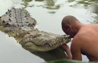 Así es la sorprendente amistad que tuvieron un hombre y un cocodrilo