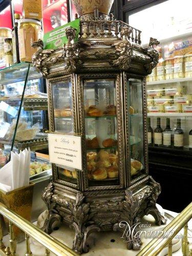 reliquia gastronómica  giratoria interiormente con productos calientes