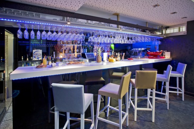 Exclusive lounge bar barra 1 for Barra de bar exterior