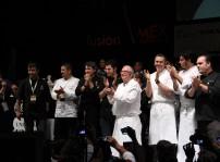 Juan Mari Arzak después de su ponencia, con algunos de sus discípulos en México MFMex12