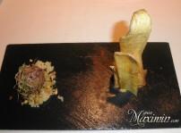 Albondiga de cordero rellena de uvas con pastel de plátano