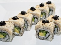 IKURA Uramaki de Tartar de Pez Mantequilla 2
