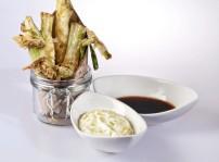 Cebolletas-en-tempura-con-dos-salsas-500x500