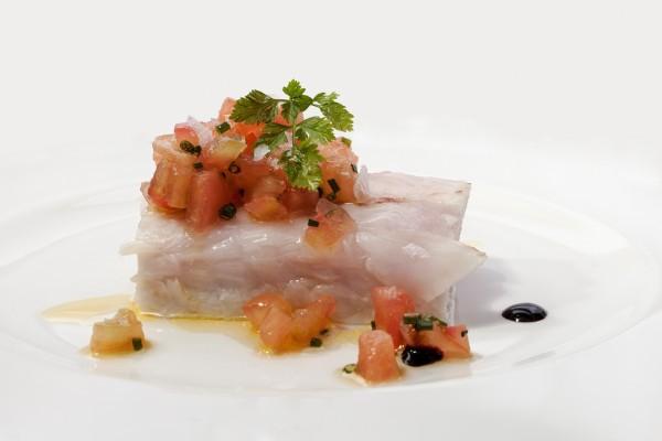 Bacalao confitado con vinagreta de tomate