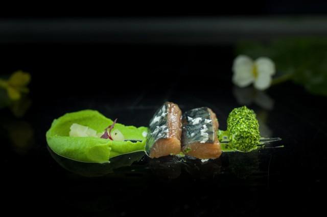 Verdel marinado con tue´tano de bro´coli