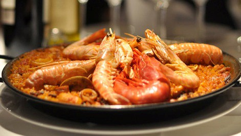 aPaella especial de marisco, con cigalas y carabineros