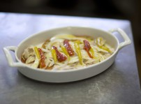 Ensalada de bonito del norte embotado en casa con cebolla y pimiento, Villoldo