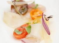 Ensalada de tomate, pescado ahumado y cebolla_El Retiro