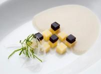 Crema topinamburs con Le Gruyäre AOC y gominolas de trufa (i)