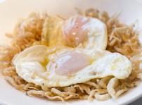 Huevos rotos con chanquetes, Entre Naranjos
