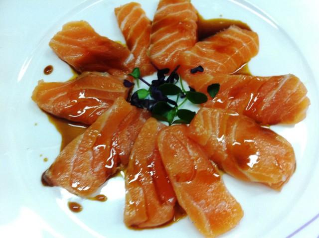 Sashimi de salmón_SobejanoCatering_sqcommunication
