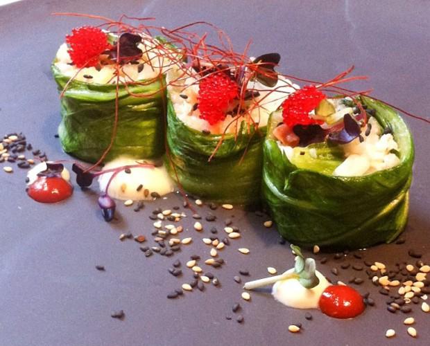 Dolmades actualizados de lubina - arroz y jugo de yogourt