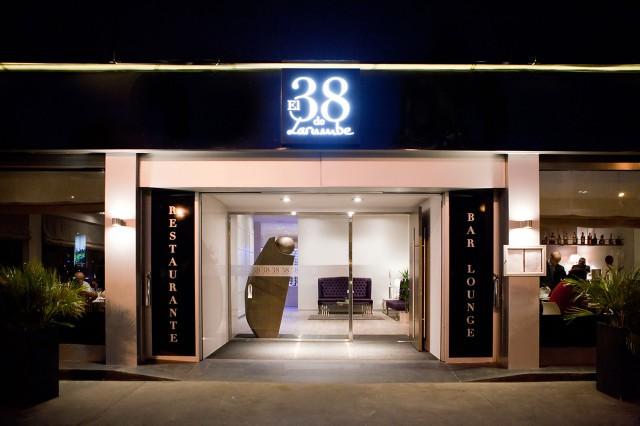 El 38 de Larumbe exterior noche