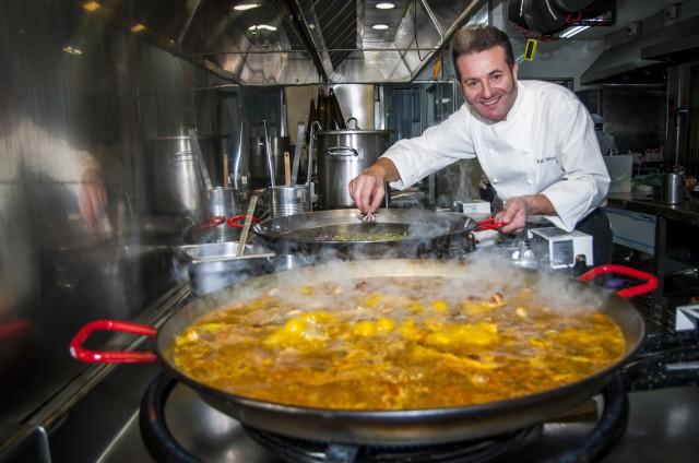 Rafa Morales cocinando Que si quieres arroz Catalina