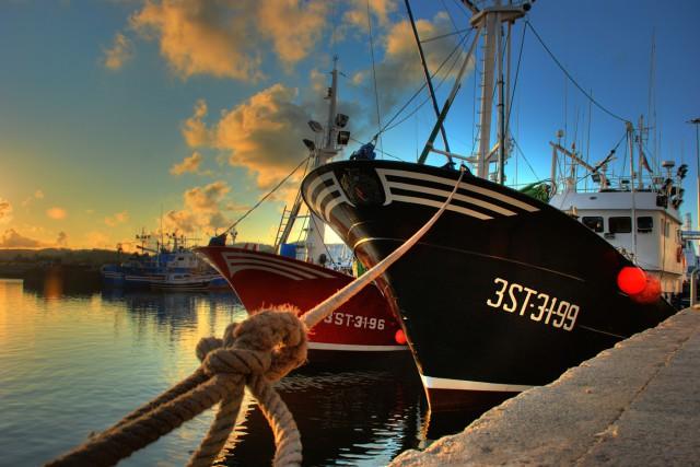 Puesta de sol con barco