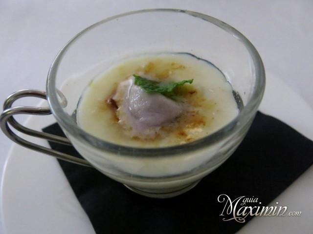 crema de arroz con leche y helado de violeta
