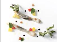 Navajas ahumadas a baja temperatura con vinagreta de pimientos y perlas de cebolla_1, Quince Nudos_2