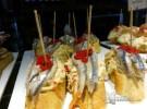 boqueron sobre ensalada de cangrejo