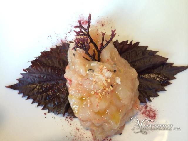 tartar-de-gambas-con-wasabi-cebolleta-y-tostadas-640x480