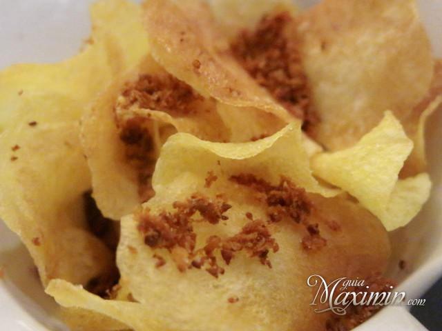 patatas chips con chorizo seco