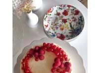 Tarta choco blanco, frambuesas y grosellas