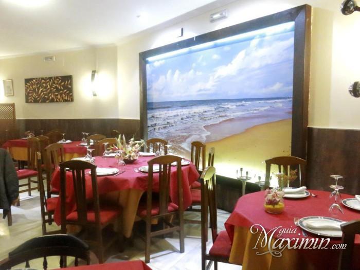 Comedor y vista de la playa de Mazagón